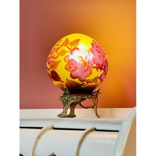 """Малка настолна лампа """"Червена сфера"""""""