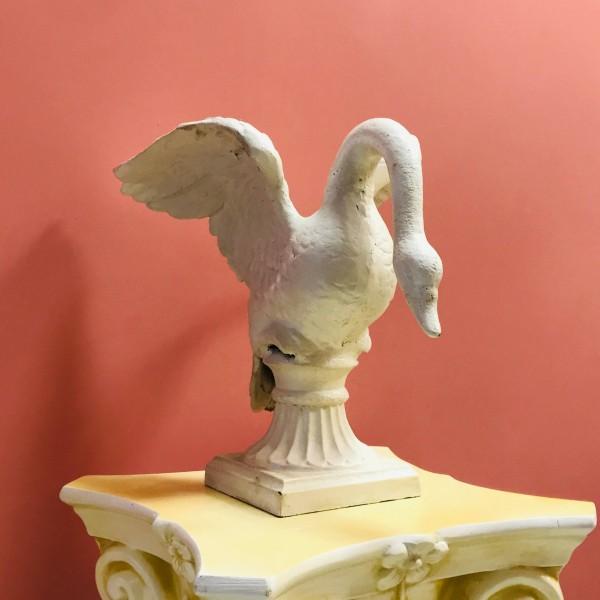 Декоративен елемент - Бял лебед